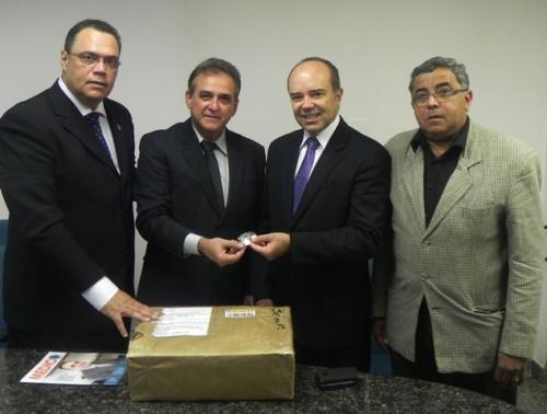 Diretores da FENAM com o juiz da Corte Interamericana de Direitos Humanos.